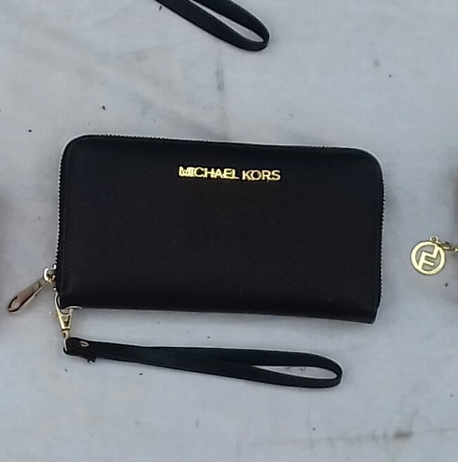 Michael Kors black wallet central zip